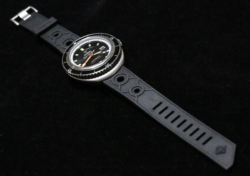 19. Zodiac-Super-Sea-Wolf-aBlogtoWatch-60