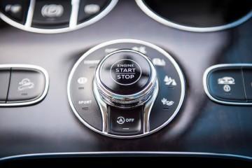 2017-bentley-bentayga-engine-start-and-drive-mode-selection-knob-02